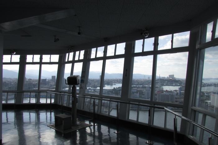 地上70mの展望室には、なんと無料で行くことができます。福岡の街並みや博多湾を一望しましょう♪