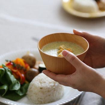 和食だけでなく洋食にも馴染む木の椀。毎日使いたい汁椀だからこそ、経年変化を楽しみつつ大事に使っていきたいですね。あなたもお気に入りの木の椀を探してみませんか?