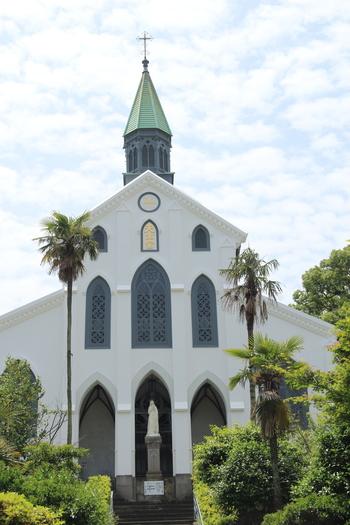 長崎の教会の中で最も有名な「大浦天主堂」。1865年に日本二十六聖人に捧げられた、現存する日本最古の教会です。1953年に国宝に指定され、2018年に「長崎と天草地方の潜伏キリシタン関連遺産」として世界遺産に登録されました。