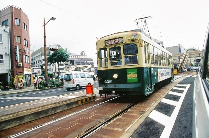 市電の運賃は大人120円で、色々な観光スポットをまわるなら「1日乗車券(500円)」がおすすめです。バスも「長崎市内観光1日乗車券」があるので、指定区間内であれば1日何度も乗り降りできる、とってもお得な乗車券です。市電やバスの待ち時間がもったいない!という方はタクシーを利用して、市電・バス・タクシーを上手く使って長崎観光を楽しんでみてくださいね♪