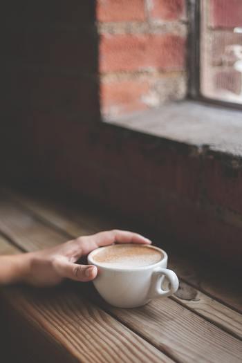 高価な買い物でなくても、カフェでひと休みするとか好きな本を読むといったささやかな「時間」のご褒美をあげましょう。ほんの少しの時間的ゆとりがあると、気持ちが断然違います。