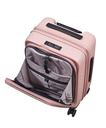 小型のスーツケースでは、筆記用具やタブレットが収納できる前ポケットがかなり重宝します。大型スーツケースの場合は、中仕切りにメッシュポケットが付いていると便利ですよ。
