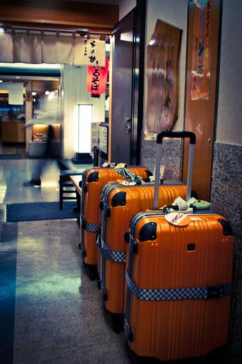 日系エアラインの国内線では、預けられる手荷物の縦・横・高さのバランスも制限されています。最大サイズは「50cm×60cm×120cm以内」(2018年10月現在)。 海外メーカーのスーツケースを購入する場合は、サイズに注意してください!