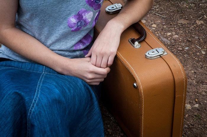 最後に、一般的に目安とされている容量をご紹介します。 1泊なら10L、2~3泊の旅で20~30L、4~5泊なら40~50L、6~7泊なら60~70L、1週間なら90L。それ以上なら100L程度。 これはあくまでも目安ですが、初めてスーツケースを買うという人は参考にしてみてください。