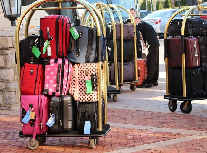見た目、容量、軽さ、耐久性、持ち運びやすさ、収納の便利さ、値段。あなたは何が重要ですか?数あるスーツケースの中から自分にとってのベストを絞り込むには、まず何を優先したいかをイメージしましょう。