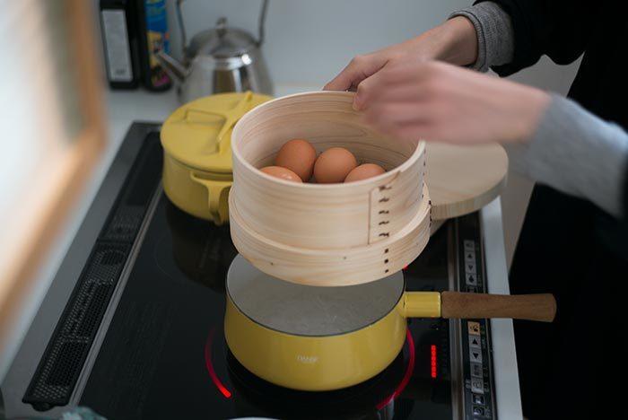 何かと失敗しがちなゆで卵もせいろで蒸し卵にすることで失敗なく仕上げることができるんですよ。半熟の場合は約6〜7分。硬めが好きな方は12分程度でしっかり固めの蒸し卵を作ることが出来ます。