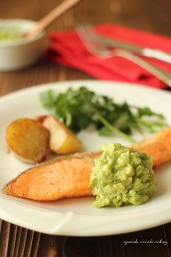 秋の味覚の一つである秋鮭を使った、和風・洋風のアレンジレシピをご紹介しました。いかがでしたでしょうか。秋鮭は手軽にできるレシピが多いですので、気軽に食卓のレシピに加えてみてくださいね。