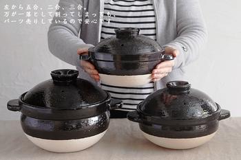 伊賀焼は「炊飯に最適」と言われる程で、短時間でもしっかりお米の芯まで火が通り、さらに、遠赤外線の効果でごはんがふっくらツヤツヤに炊きあがります。 こちらの土鍋「かまどさん」は、そうした良さを存分に活かし、電気炊飯器にも負けない使い勝手を実現!