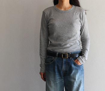 無地ロンT&カットソーは、一枚でさらりと着ても、重ね着をしてもカッコよく決まる便利アイテム。秋から冬、春になるまでずっと使い続けることができますよね。