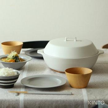 さらに嬉しいのは、電子レンジやオーブン、さらには土鍋なのにIHが使えるというのがこの「kakomi」の最大の特徴でもあり魅力です。お肉や魚と一緒に野菜を盛って、オーブンでグリルしたり、小さめの1.2Lサイズなら、グラタンやドリアの調理にも大活躍!