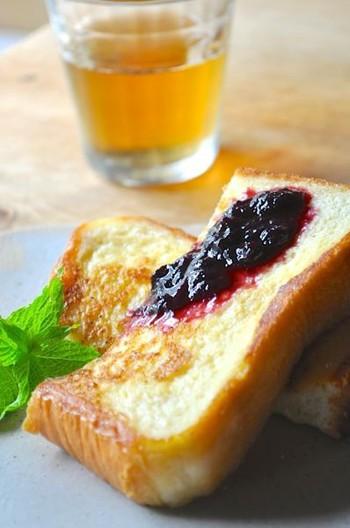 トーストはもちろん、クリームチーズと一緒にベーグルサンドにするのも美味しいそうですよ。パンの味が引き立つ食べ方を探してみて下さいね。
