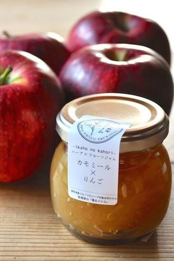 意外なようで実は相性が良いのが、カモミールとりんごのジャム。お互いに香りが似ているため、相乗効果で風味が増すのだそうです。