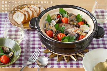 鍋料理、ご飯炊き、煮込み…などなど、幅広い調理に活用することが出来る万能土鍋。使っていくうちに、その使い勝手の良さや、広さに気づく、まさにお気に入りのひとつになりそうです。