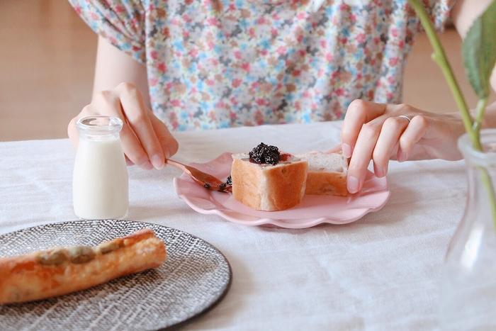 朝食はパン派という人にとっては、ジャムもパンの味を左右する大切な存在のはず。果実感たっぷりの濃厚なジャムは、たっぷりのせて食べたくなる特別な味わいですよね。