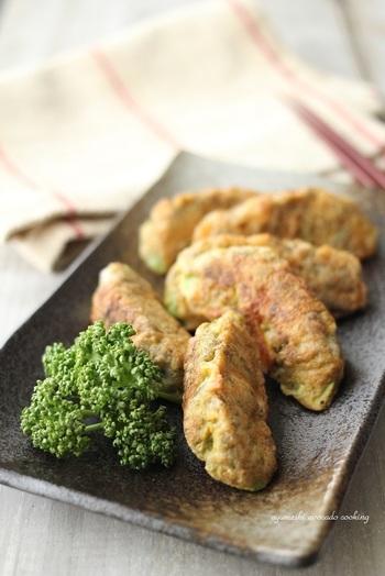 切ったアボカドにとろろ昆布を巻きつけ、卵液にくぐらせて焼けば完成の簡単和風ピカタ。とろりとした食感がやみつきになります。