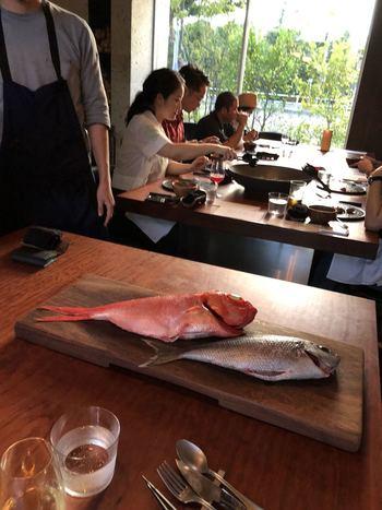 時には、ご近所の調布飛行場に届く伊豆七島の新鮮な魚介が使われることも!
