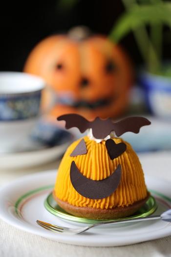 かぼちゃを潰して作る「かぼちゃペースト」には、実はいろいろな顔があります。そのまま食べられるペーストからお菓子やおかずの材料まで、幅広く使えるんですよ。かぼちゃ嫌いなお子さんのためのハロウィンメニューにも、もちろんおすすめ◎  まずは、かぼちゃペーストの作り方から見ていきましょう。