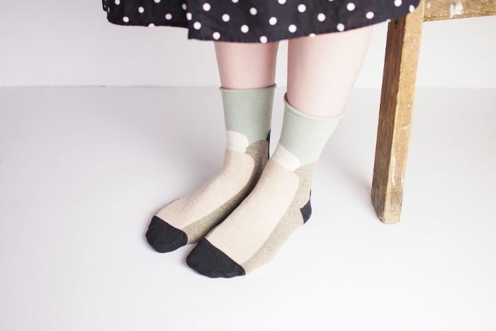 柄物の靴下も、こんなナチュラル感いっぱいのデザインなら、普段のコーディネートにも上手に取り入れられそうですよね…。