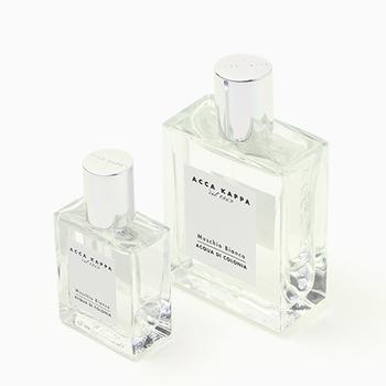 こちらは140年続くイタリアの老舗ブランド、ACCA KAPPA(アッカ カッパ)のホワイトモス オーデコロンです。ラベンダーや針葉樹西洋ビャクシンをブレンドすることによって生まれる「ホワイトモス」は、上品で洗練された香りが特徴的。ウッディフローラル系の爽やかな香りは、男女問わず幅広い世代の方から愛されています。