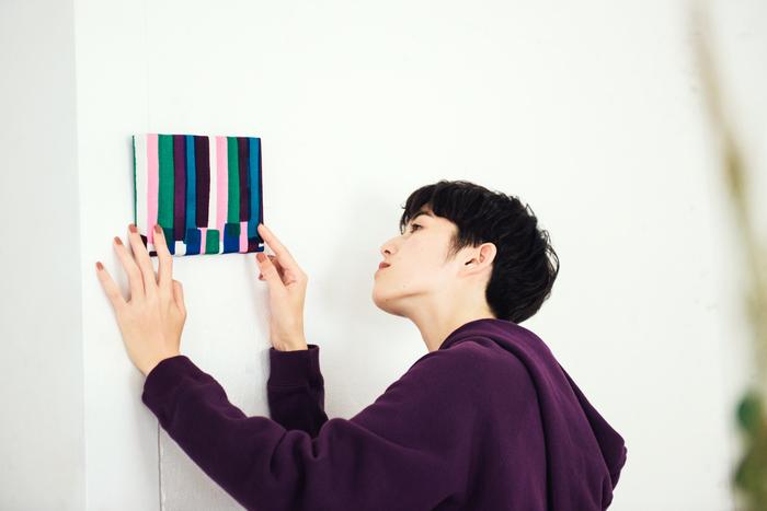 布の柄の取り方でまったく印象が変わるファブリックパネル。 好きなところを切り取って、絵画のように飾ってみて。