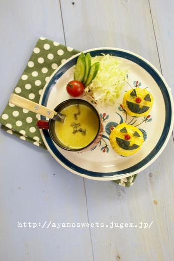 かぼちゃのポタージュはミキサーがないと……と思っている方必見!マッシュしたかぼちゃペーストとすりおろし玉ねぎを使った、簡単スープのレシピです。玉ねぎをすりおろしておけば15分ほどで完成するので、朝食スープにも良いでしょう♪