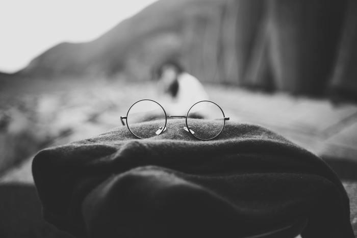 広い視野を持つと、今までは気づかなかった考え方や方法が見えてくるでしょう。「〜が足りない、〜が無い」と逃げ道を探すような言い訳は、タフさとは程遠いですよね。