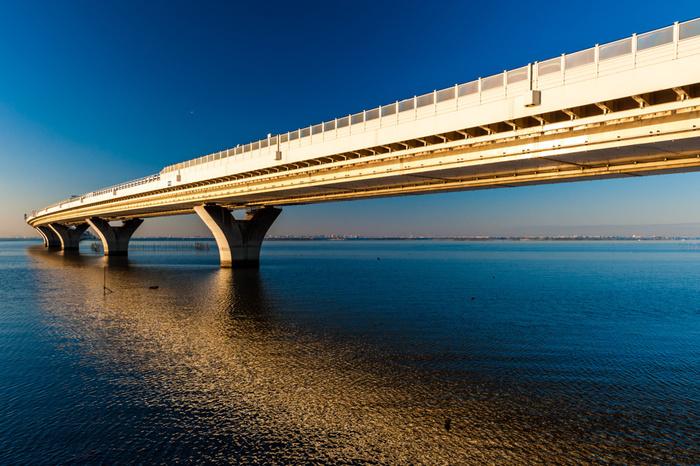 アクアラインで海を眺め、久留里街道沿いの紅葉を横目に亀山湖を目指すドライブコースです。