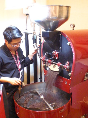 豆の仕入れから焙煎まで手がけるオーナーの後藤栄二郎さんは、コーヒー焙煎技術で日本1位、そして日本代表として世界6位に入賞するほどの実力派。札幌の、そして日本のコーヒー文化をリードする第一人者です。
