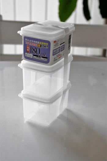 -20℃から120℃までOKな使い勝手の良い保存容器。こちらも3個セットで100円というお手頃さ。 カトラリーケースに並べて収納できる小さなサイズです。