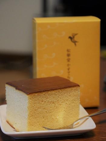 松華堂菓子店の人気商品と言えば、シンプルだけど黄色のパッケージが目を惹く、「松華堂カステラ」。