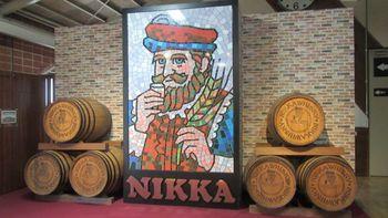 北海道・余市でウイスキーの蒸溜所をスタートさせてから約30年後、竹鶴政孝氏は仙台・宮城峡に第二の蒸溜所をオープンさせました。工場見学や試飲、ショップではさまざまなグッズも買うことができます。