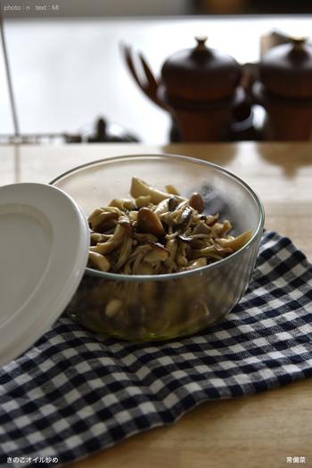 実りの秋は、おいしい食材がたくさん。 いつもの常備菜はもちろん、きのこのオイル炒めや栗きんとん、かぼちゃサラダや根菜の煮物…おいしい秋の食材を使ってたくさん作り置きしたくなりますよね。