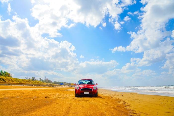 市内観光をメインにしつつ、温泉や海側などもう少し足を伸ばしたいという時は車が便利です。特に、国内で唯一砂浜をドライブできる千里浜なぎさドライブウェイは、金沢駅から車で40分ほどの距離なので、ぜひとも訪れたいところです。