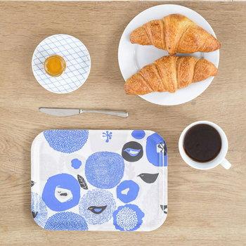 フィンランドの人気テキスタイルブランド「kauniste(カウニステ)」は、日本でも高く支持されています。北欧テイストの優しいデザインと、明るい色使いが魅力で、食卓におしゃれな彩りをプラスしてくれます。