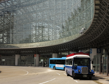 入り組んでいて観光客が迷いやすい金沢市内。周遊バスなら約40分で主要なスポットを回れますし、自分のペースで散策したいという方には観光タクシーがおすすめです。