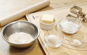 基本の材料は、バター(無塩)、砂糖(粉糖)、卵、薄力粉、塩と、とてもシンプルです。