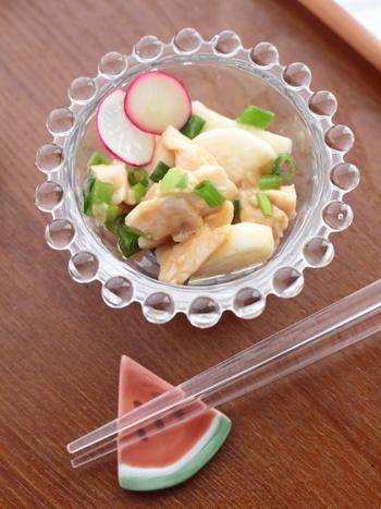 長芋の食感が楽しい和え物です。梅肉を入れているので、さっぱりといただけます。