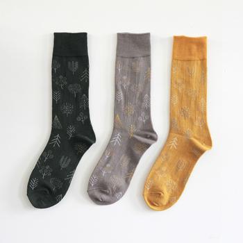 繊細な色柄や刺繍が心をくすぐる「点と線模様製作所」。秋冬のおみやげにしたいのは、愛知県江南市のメーカー「hacu」とのコラボによる靴下「HAYASHI」シリーズです。