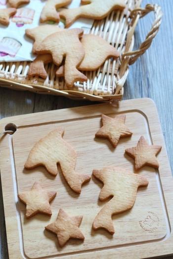 型抜きクッキーをきれいに作りたいなら、型抜き前に生地をしっかり冷やしておきましょう。(冷蔵庫で約30分)