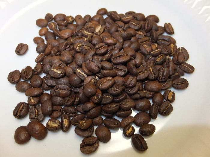 「コーヒー=苦いもの」と思っている人は、その固定概念を覆されるはず。酸味や甘み、そして香りの華やかさや芳醇さ、フルーティーさなど、コーヒーが持つさまざまな特徴を感じられます。「豆が変わるとこんなに違うものなの?」と、素敵な驚きに出会えますよ。