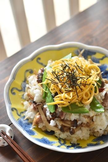 炊きたてのご飯に、焼き秋刀魚の身をほぐして混ぜ込むだけ。前もって秋刀魚を焼いて、生姜佃煮を作っておけば、簡単に作れます。 おにぎりにしてもおいしくいただけそうですね。