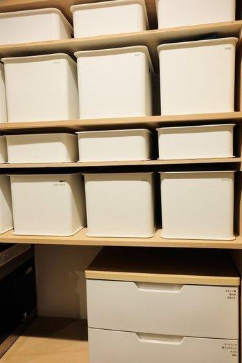 ニトリの収納ボックスは、リーズナブルなのでそろえやすいのが嬉しいポイント。こんなふうに同じ箱を並べてあげれば、統一感があって帽子もおしゃれに収納できます♪