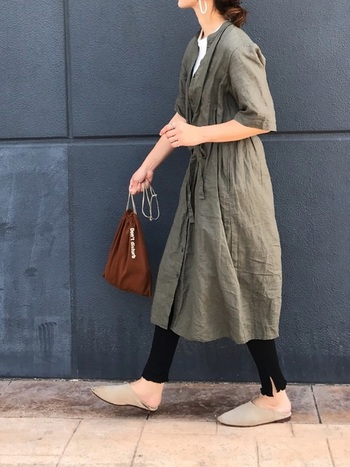 シンプルなデザインなのでどんなコーデでも合わせやすく、重ね着もバッチリ。春、夏、秋、冬まで一年中大活躍してくれます。