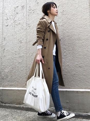 肩幅がない人は華奢に見えます。ですので、お洋服も肩幅が狭めのジャケットやコートを選んでみるとなお良し◎