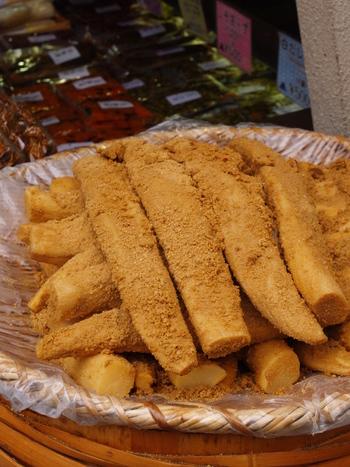 米ぬかを乳酸発酵させて作ったぬか床に野菜などを漬け込むぬか漬けは、日本のスーパーフード。たくあんもぬか漬けです。同じく乳酸発酵させる漬物としては、韓国のキムチや、ドイツのザワークラウトなどもあげられます。