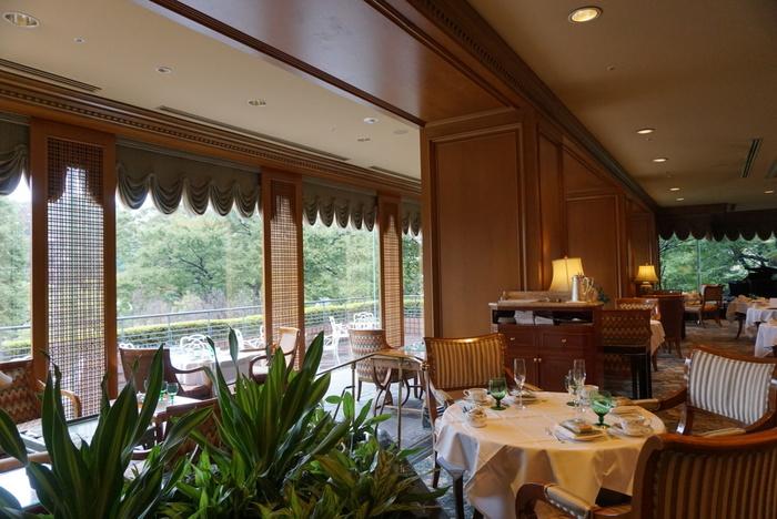 西洋料理、日本料理、ラウンジ、バーなど多くの飲食店がある中で、庭園を見渡しながら優雅なティータイムを過ごしたい時におすすめなのがこちらのロビーラウンジ「ル・ジャルダン」。
