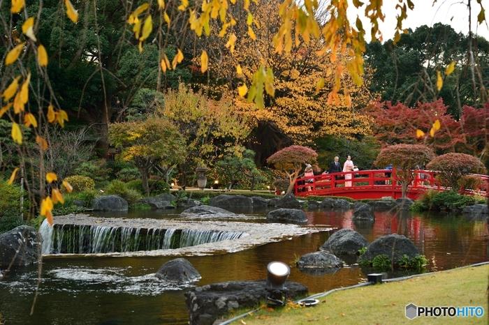 赤坂見附駅、永田町駅から徒歩約7分。麹町駅から、徒歩約5分の距離にある株式会社ニューオータニが経営する大型ホテル「ホテルニューオータニ」。約4万㎡の広大な池泉回遊式の日本庭園は、400年余りの歴史を有し東京名園の1つに数えられています。