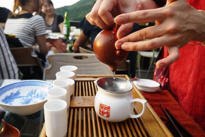 ちなみに、ここ阿妹茶樓では、お茶のレクチャーを受けたり、お茶を淹れる体験などもできます。  台湾ではお茶をサーブされることも多いですが、ここで自分たちでお茶を入れてしばらくのんびりするのも良いかも。