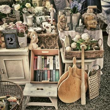 フリーマーケットや蚤の市に置いてある商品の多くは一点ものばかり。歩いている時にビビっとする商品に出会ったら、まずは立ち止まってじっくりと吟味するのが良さそう。
