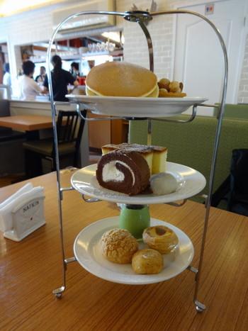 お茶カフェには、こんな台湾式アフタヌーンティーを楽しめます♪  台北の喧騒を忘れて、おいしいお茶とお菓子を楽しんでみませんか?